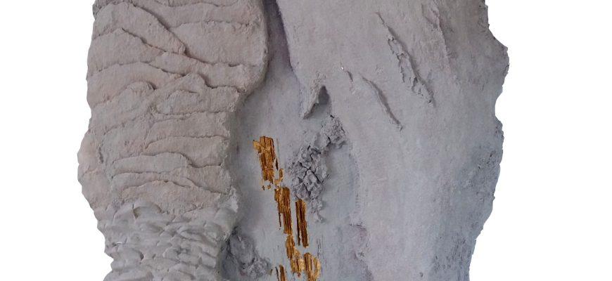 """אילנה אביב – התערוכה של """"הרוקמת בבטון"""" בפרדס חנה"""